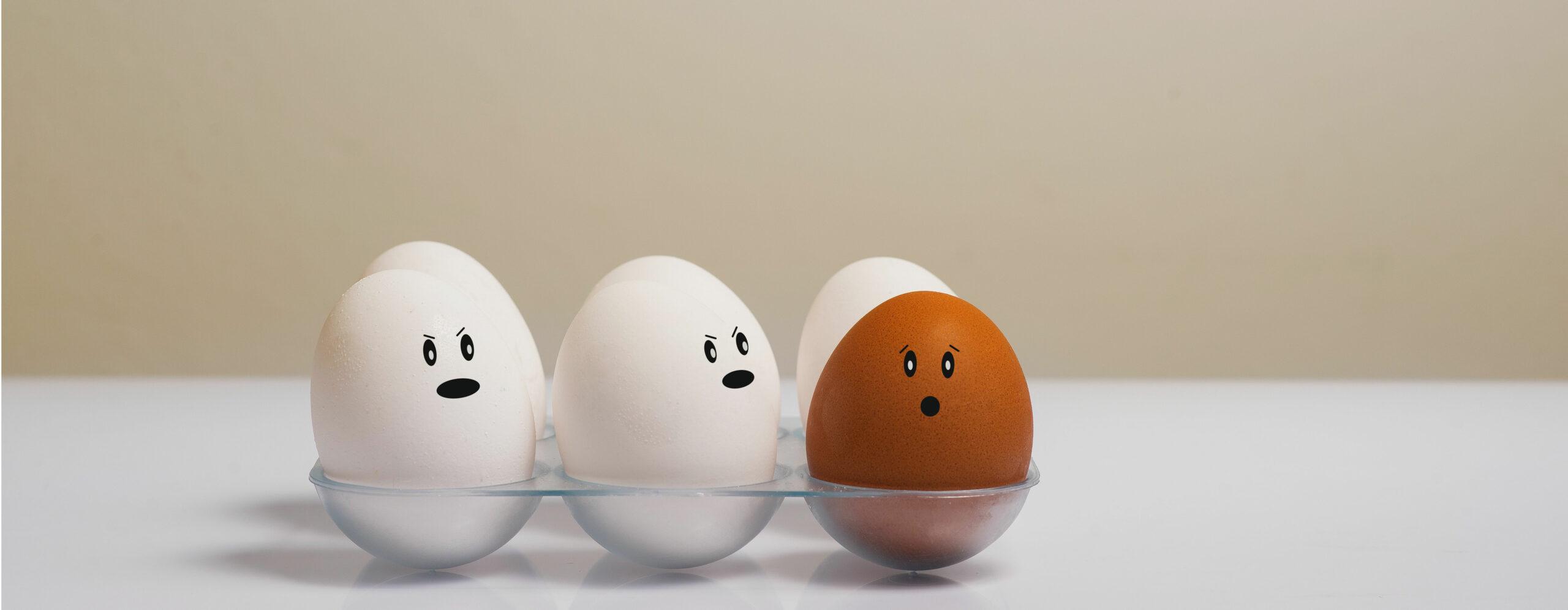 Drei Eier mit Gescihtern