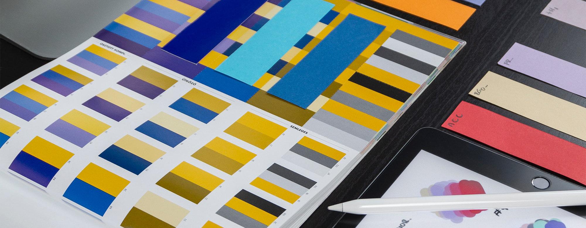 Blaue und gelbe Farbpaletten