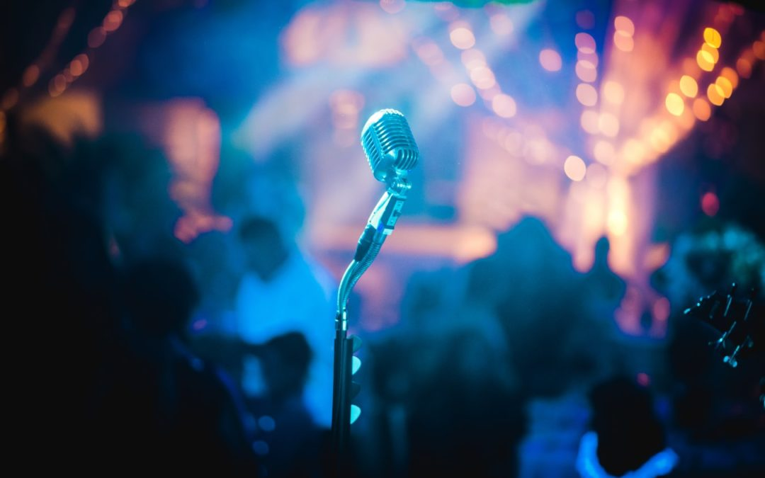 Mikrofon in Partyumgebung