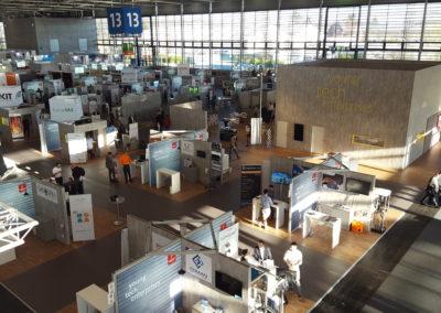 Blick von oben auf den Startup-Bereich der young tech enterprise auf der Hannover Messe 2019