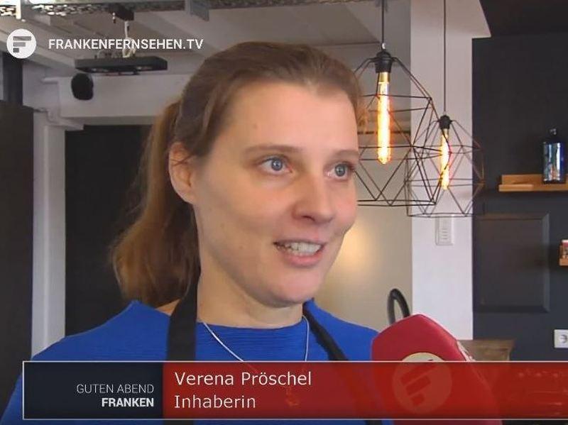 Screenshot von FrankenFernsehen TV: Gründerin von MyOma, Verena Pröschel, im Interview