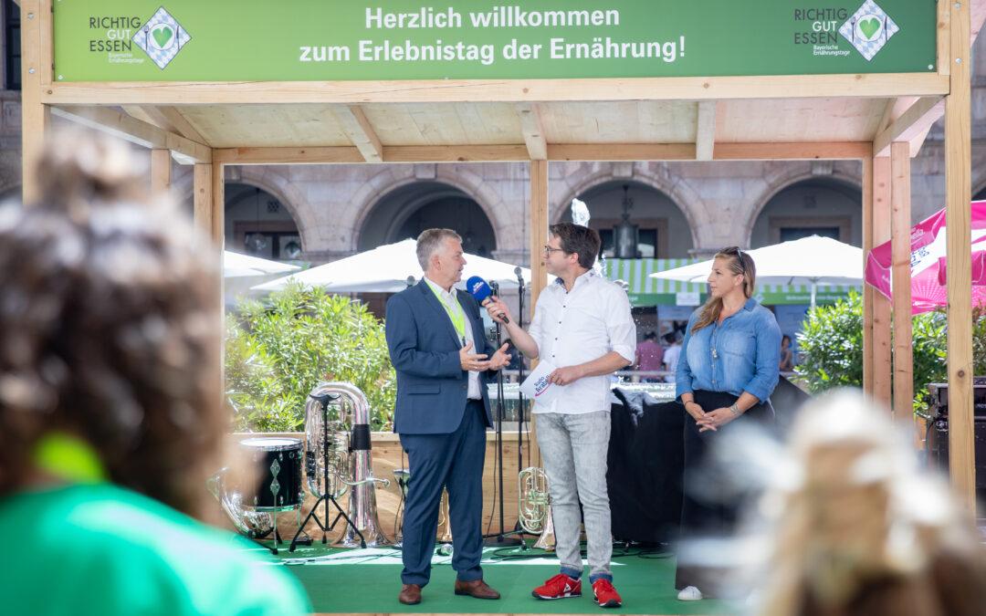 Moderator Uli Florl interviewt Anni Friesinger-Postma und Guido Winter.