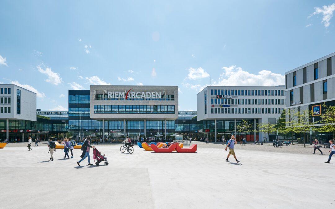 Die Riem Arcaden und der Willy-Brandt-Platz